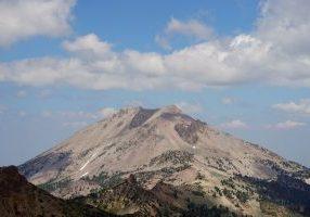 Lassen-Peak_from-Brokeoff-Mountain